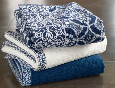 badtextilien nacht in blau. Black Bedroom Furniture Sets. Home Design Ideas