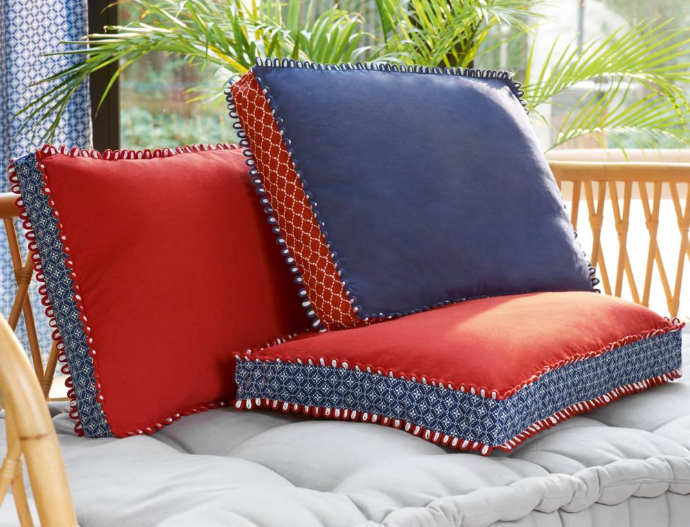 coussin en bleu majeur linvosges. Black Bedroom Furniture Sets. Home Design Ideas