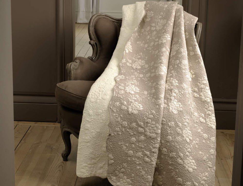 boutis divine romance linvosges. Black Bedroom Furniture Sets. Home Design Ideas