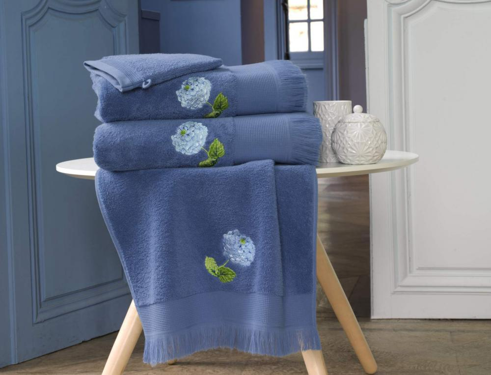Linge de toilette brodé Notes Bleues