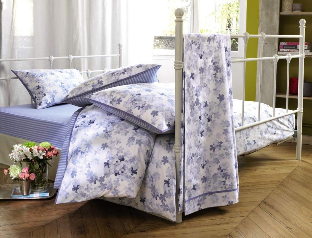 linge de lit petite fleur bleue linvosges With affiche chambre bébé avec housse de couette fleurie bleue