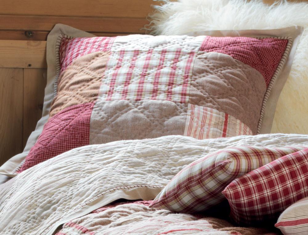 Sur le lit saint gervais linvosges - Boutis maison du monde ...