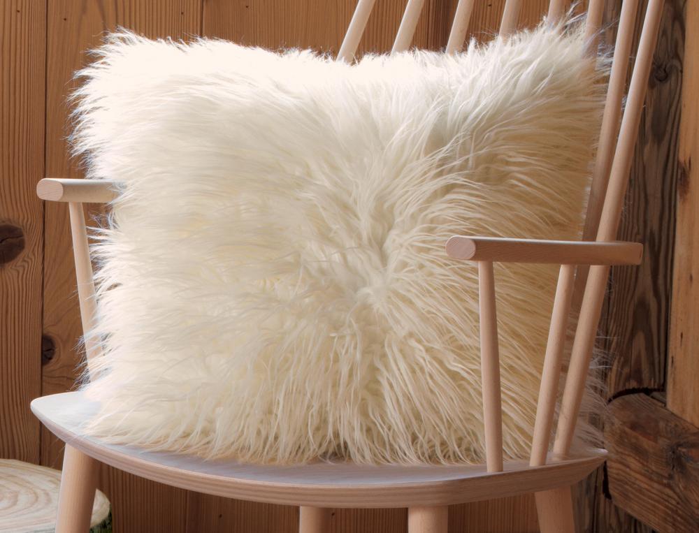 coussin saint gervais fourrure linvosges. Black Bedroom Furniture Sets. Home Design Ideas